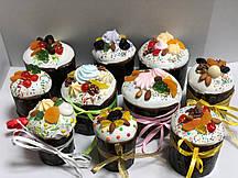 Пасхальный кулич украшенный  в стиле Рустик