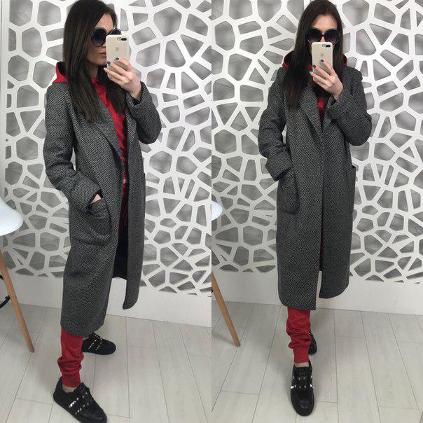 Двубортное демисезонное пальто серого цвета на атласной подкладке со съемным поясом