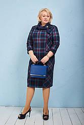 Качественное платье увеличенных размеров в синюю клеточку с платком и брошью Размер 56