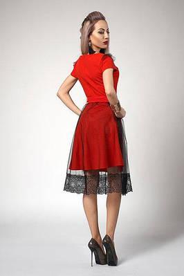 Стильное красное платье под пояс, с фатиновой юбкой