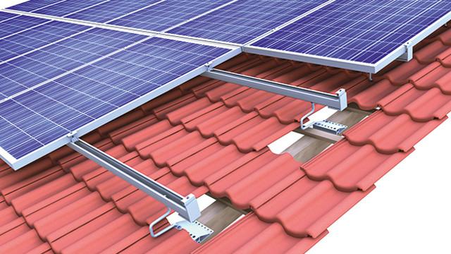 Система креплений солнечных батарей для размещения на крыше для любого покрытия
