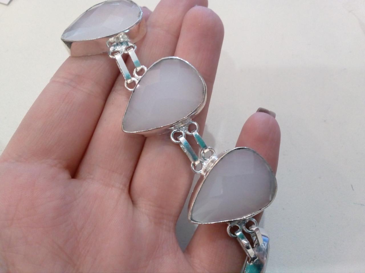Красивый браслет с халцедоном в серебре. Браслет с камнем халцедон.