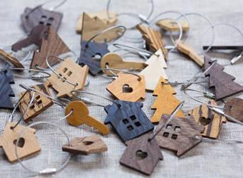 Дерев'яні брелоки для ключів
