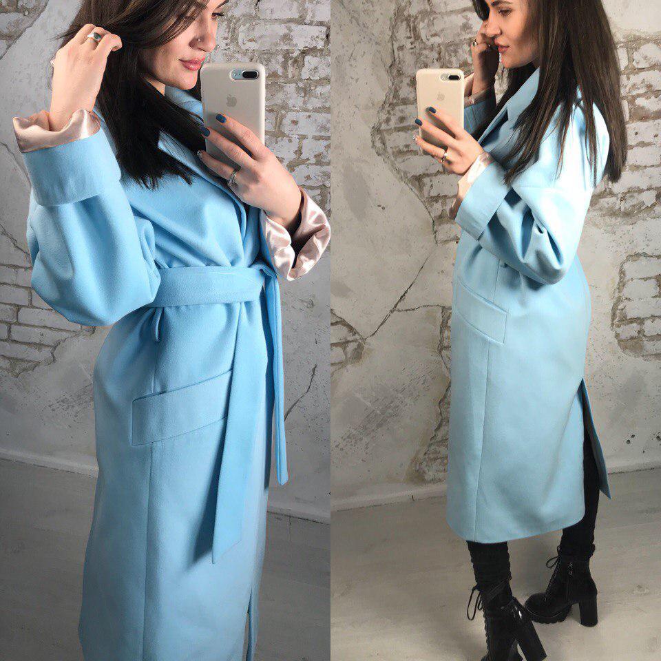 Голубое длинное пальто из кашемира с потайными кнопками и поясом