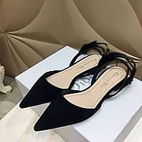 Туфли украшенные перьями на низком каблуке Dior