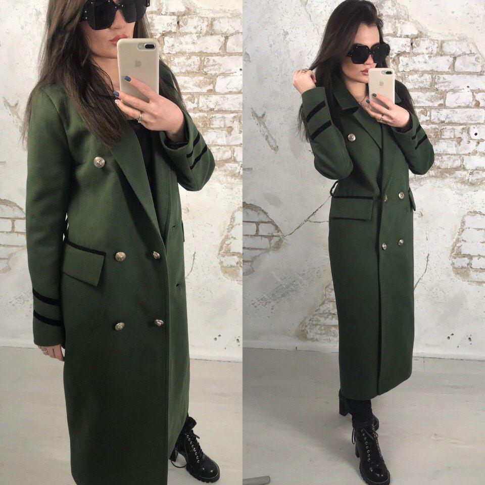 Трендовое демисезонное пальто из кашемира на пуговицах цвета хаки