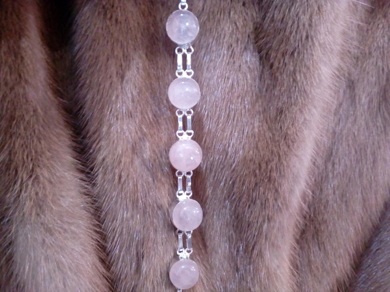 Нежный браслет с камнем розовый кварц в серебре. Браслет с розовым кварцем