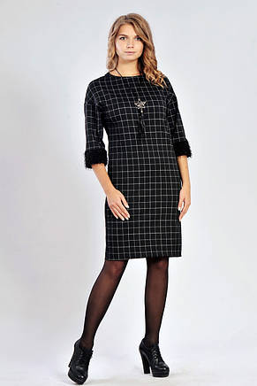 3d350a2fe44 Трикотажное платье в клетку с мехом на манжетах  продажа