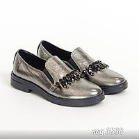 Туфли лоферы серебряного цвета из натуральной кожи с пряжкой из камней
