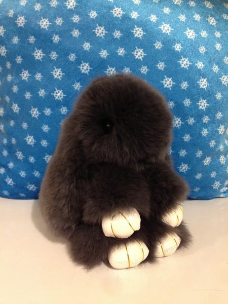 Меховой брелок Кролик темно-серый 14 см