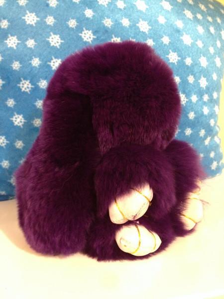 Меховой брелок Кролик фиолетовый 14 см