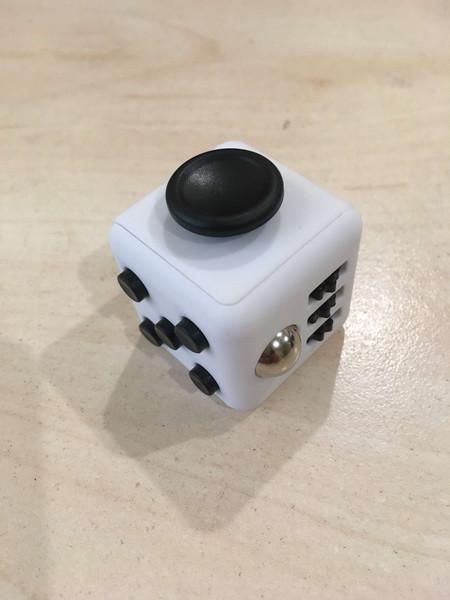 Кубик антистресс с кнопками Белый-Черный