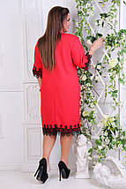 """Нарядное платье прямого кроя """"JANNA"""" с брошью и кружевом (большие размеры), фото 3"""
