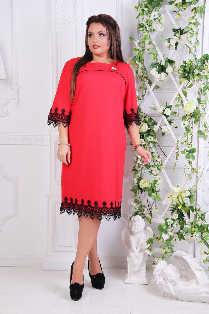 """Нарядное платье прямого кроя """"JANNA"""" с брошью и кружевом (большие размеры)"""