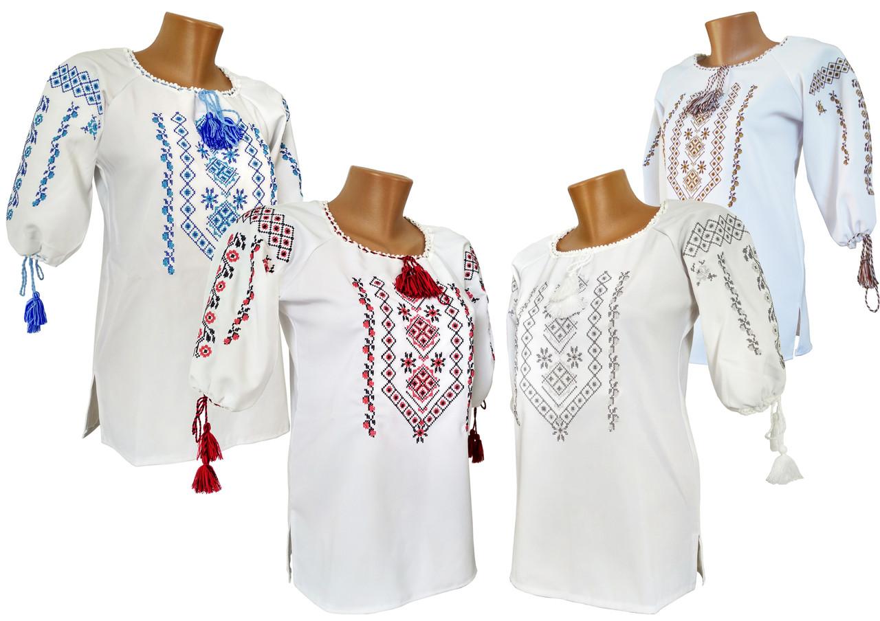 Стильная женская вышиванка с геометрическим орнаментом на белой ткани