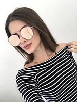 Модные солнцезащитные очки в розовой оправе