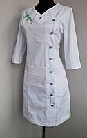 Медицинский халат с вышивкой, фото 1