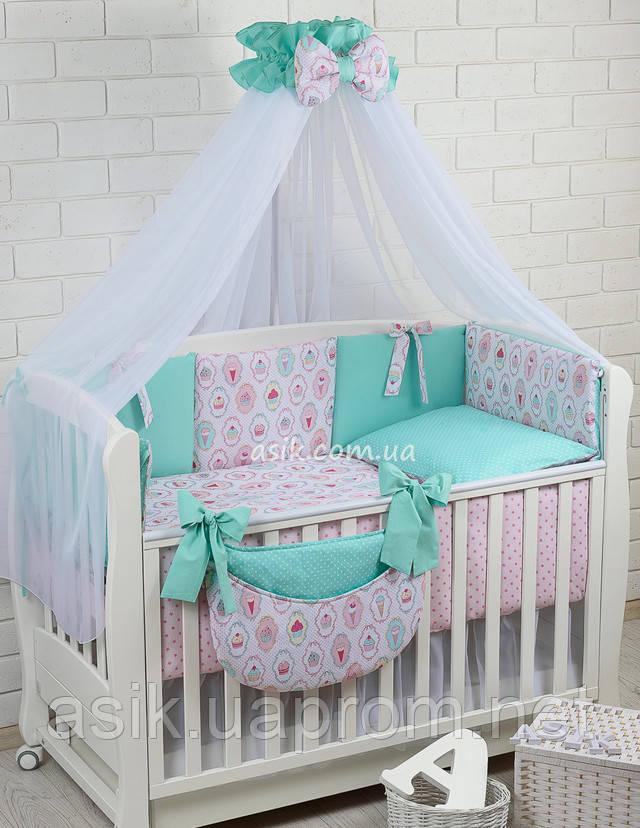 Полный комплект постельного белья в детскую кроватку