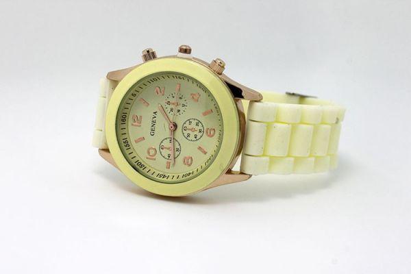 Наручные часы Geneva кремовый цвет