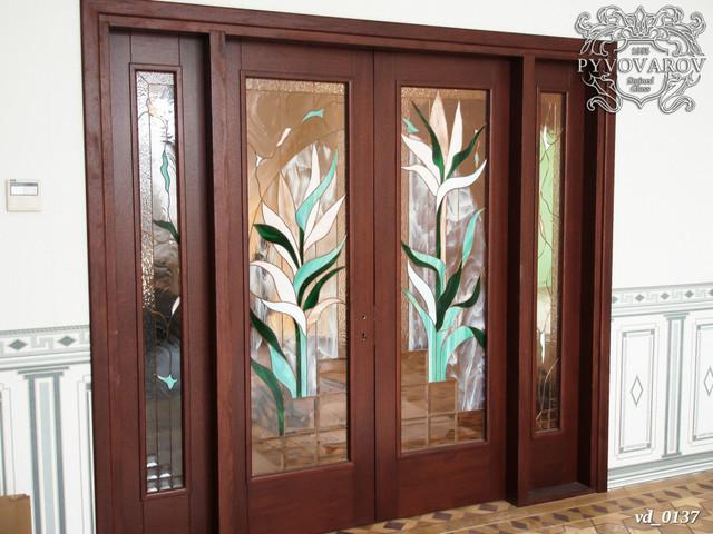 Витражи Тиффани в двери с порталом