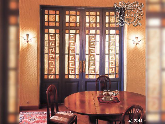 Витражные двери с меандром