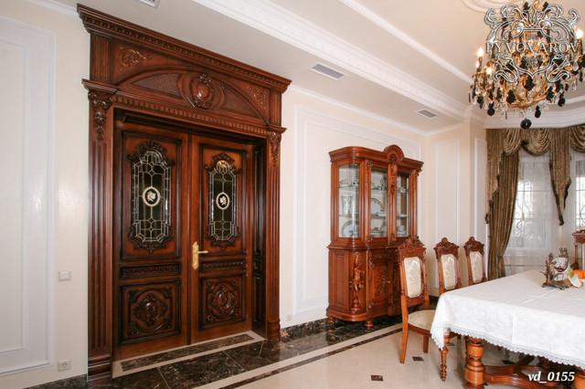 витражные распашные двери