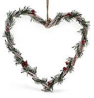 Подвеска Сердце из лозы с хвоей и ягодами 25см