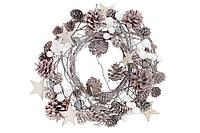 Венок из натуральных шишек с декором, цвет - натуральный с белым