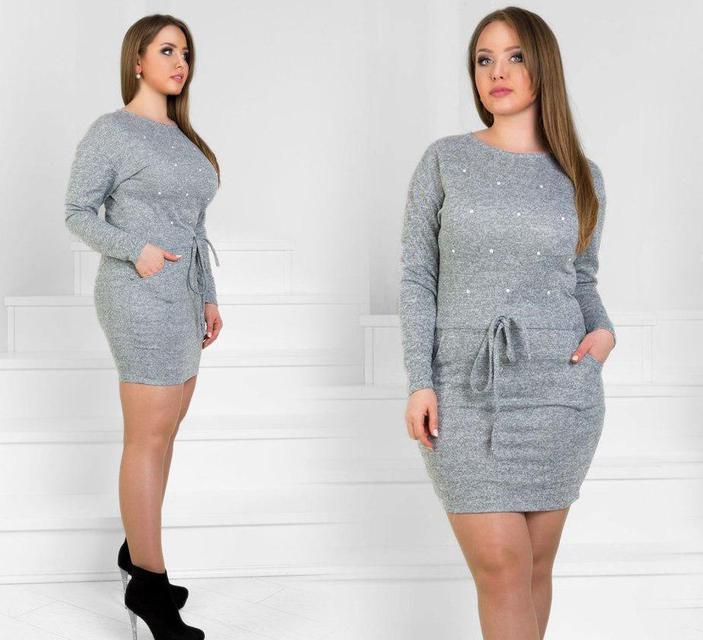Серое платье-туника из ангоры выше колен с бусинками и карманами