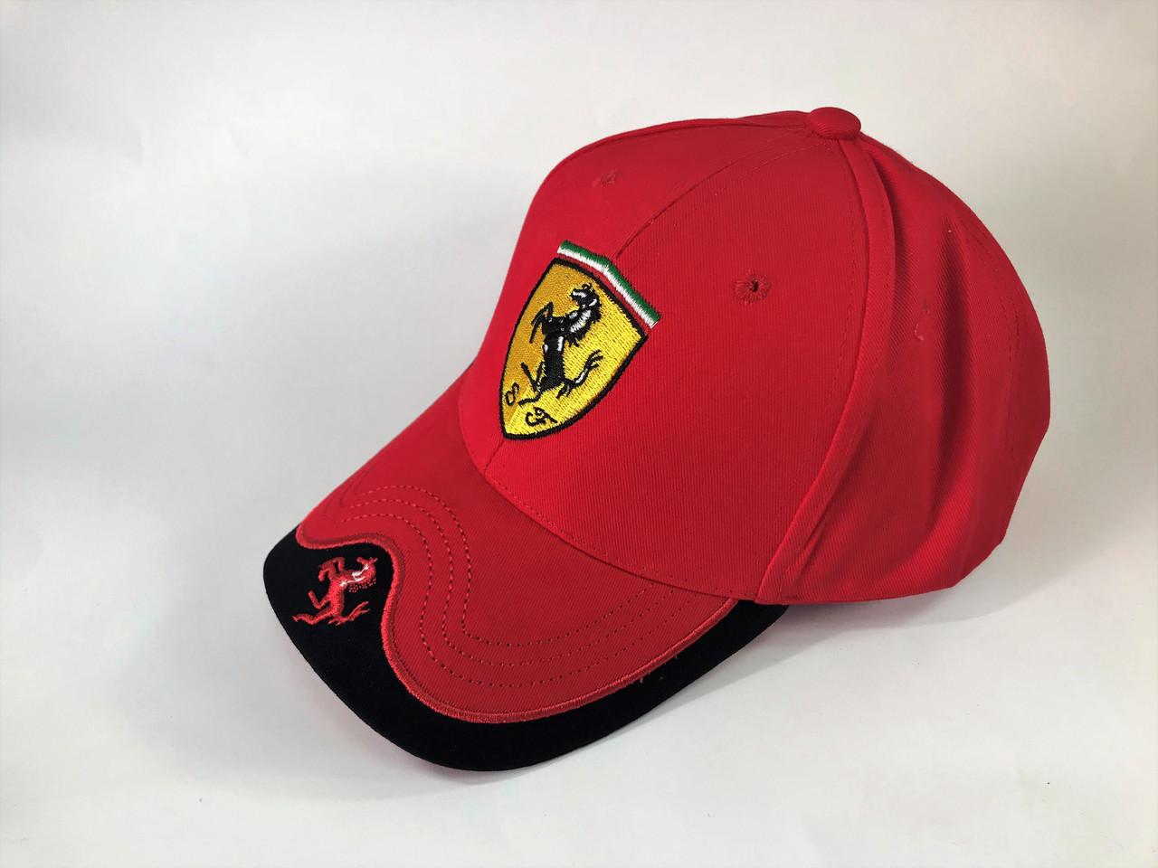 Бейсболка в стиле Ferrari красная
