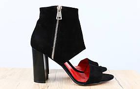 Босоножки женские на удобном каблуке, материал - натуральная замша, цвет - черный