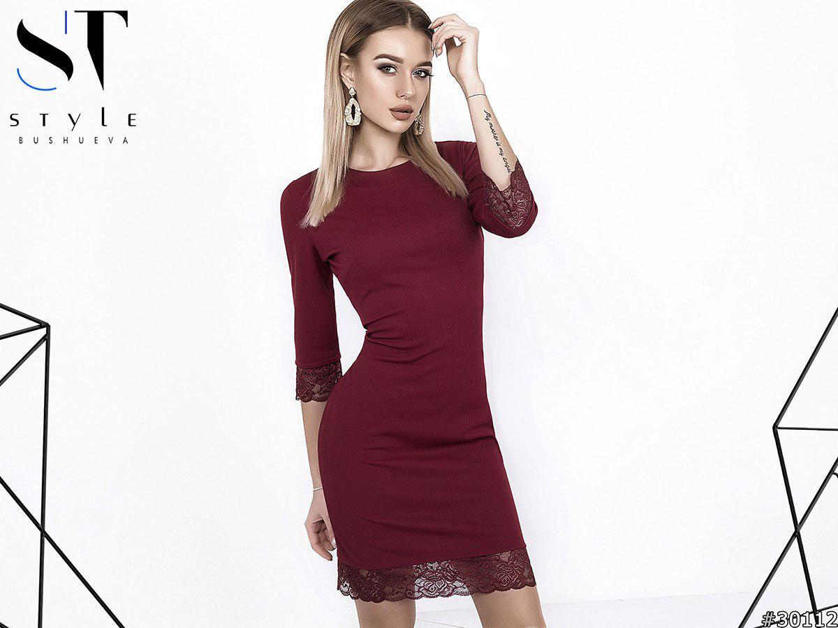 Облегающее мини платье  украшено кружевом / 3 цвета арт 4559-121