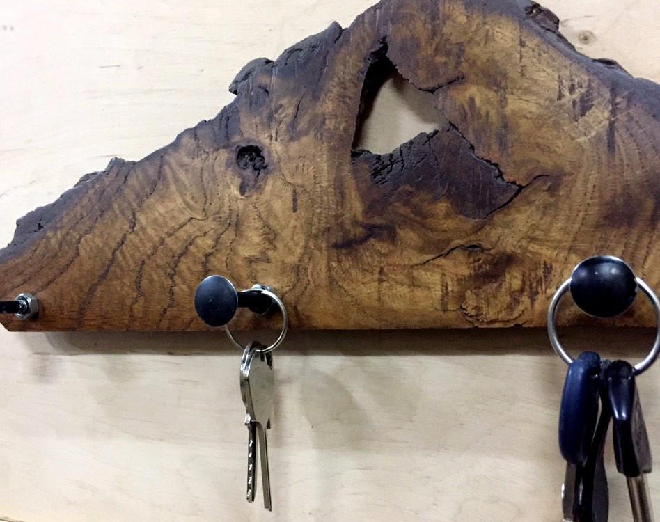 Ключница - вешалка настенная.
