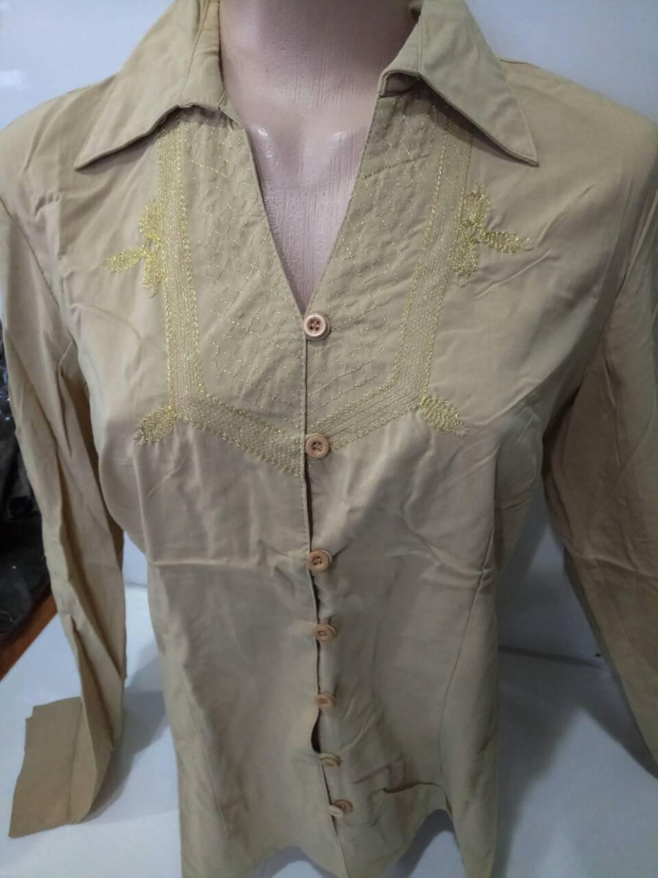 Женская рубашка с вышивкой на груди и на пуговицах