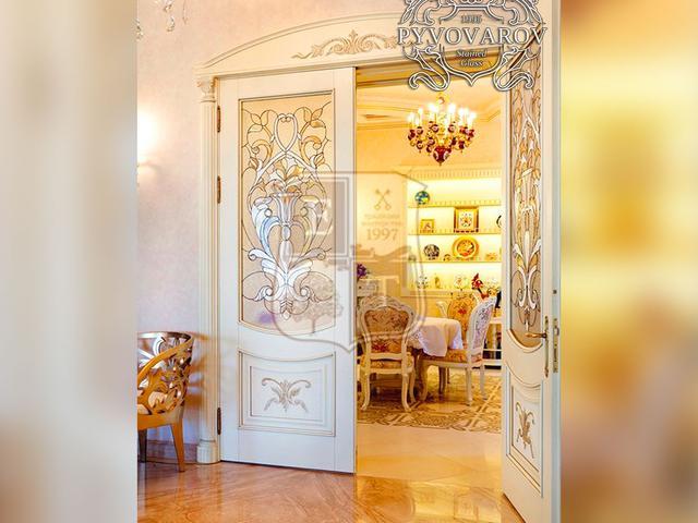 Витражные двери из массива клена детскую комнату