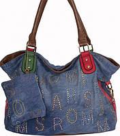 Женская сумка голубого цвета из джинсовой ткани и кожзаменителя с цветной вышивкой и стразами