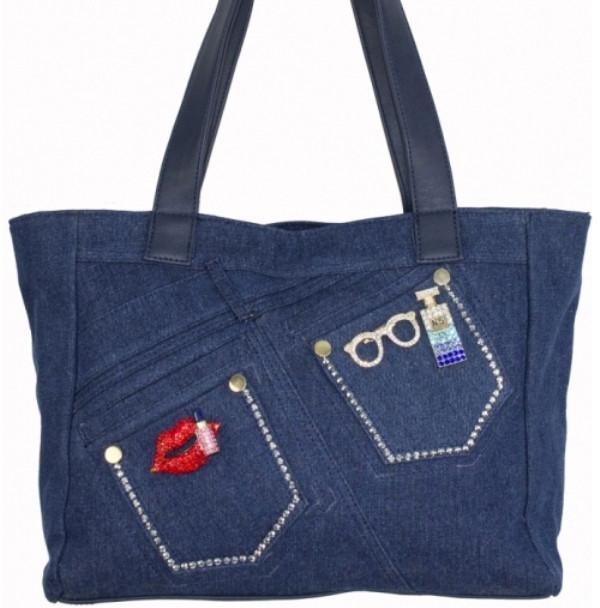 d6e5d825108f Женская сумка синего цвета из джинсовой ткани и кожзаменителя украшенная  стразами и брошками - Интернет-