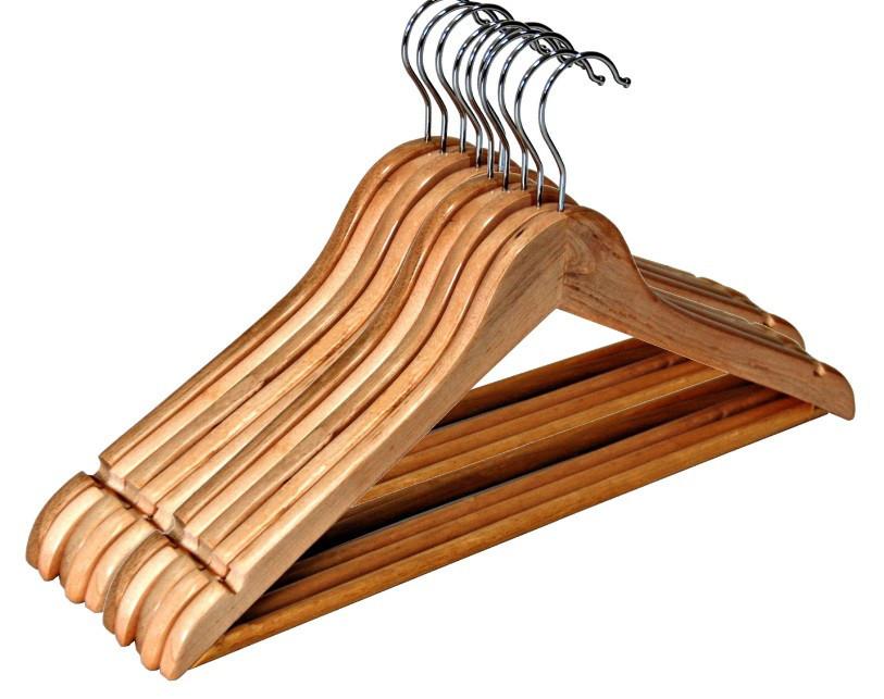 Деревянные вешалки для одежды         5 шт.