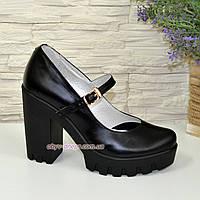 7fe62a091 Женские черные кожаные туфли на высоком каблуке.