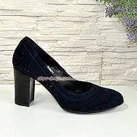 Замшевые синие женские туфли на устойчивом высоком каблуке.