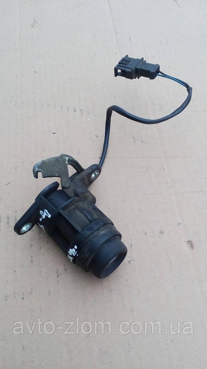Кнопка замка багажника Volkswagen Passat B4, Пасат Б4.