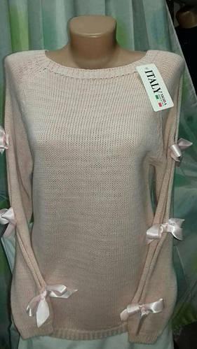 Необычный свитер с бантиками