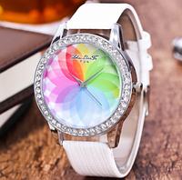 Женские кварцевые модные часы с лазерной 3d печатью и белым ремешком