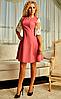 Короткое женское платье с широкими кружевными рукавами