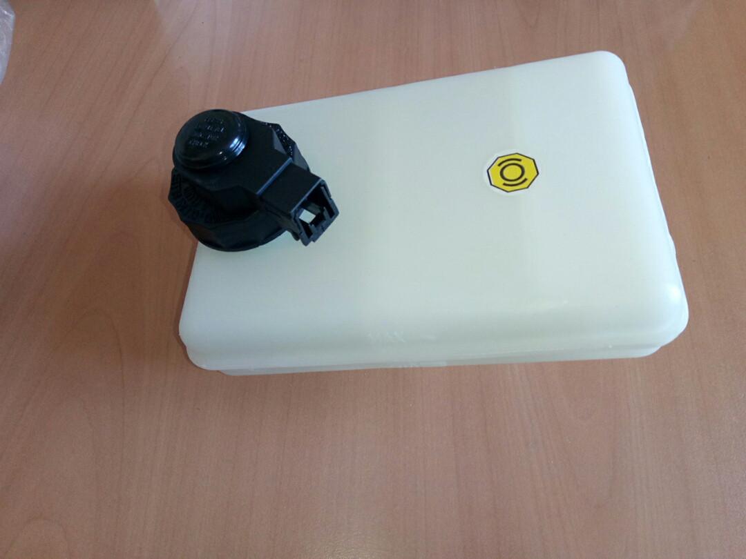 Бачок тормозной жидкости Е3 с датчиком 2991748 IVECO
