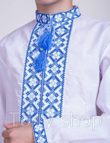 Вышиванка для мальчика, синяя вышивка на белом батисте