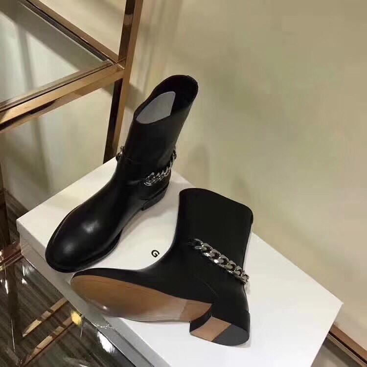 ab7a4dff1e27 Копия Женские низкие демисезонные сапоги с цепью Givenchy - Люкс реплики  брендовых сумок, обуви в