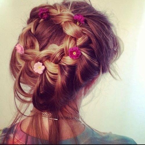 Цветы в женской косе