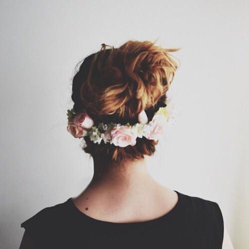 Венок из цветов для волос