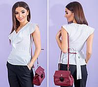 Белая в голубую полоску хлопковая блузка своланом и поясом